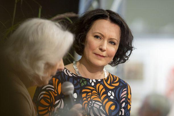 Turun kirjamessujen ohjelmajohtaja Jenni Haukio haastatteli näyttelijä Seela Sellaa.