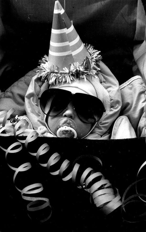 Tämän vauvan vapputyyli olisi trendikäs vielä tänäkin vuonna. Kuva on otettu vuonna 1987.
