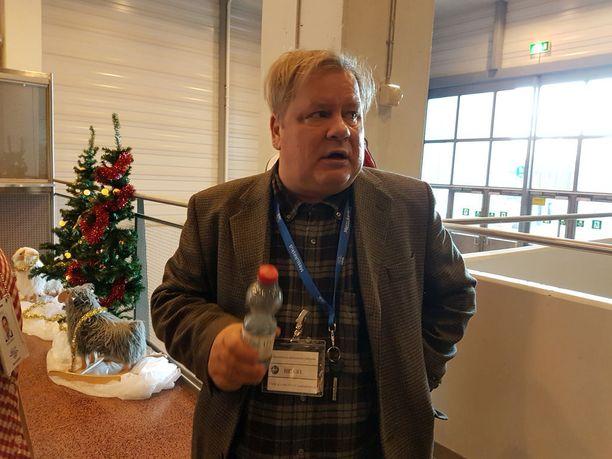 Heikki Hursti järjestää joka joulu vähävaraisille ja yksinäisille joulujuhlan.