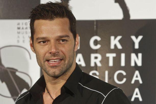 Ricky Martin esiintyy illemmalla Kirjurinluoto Arenalla.