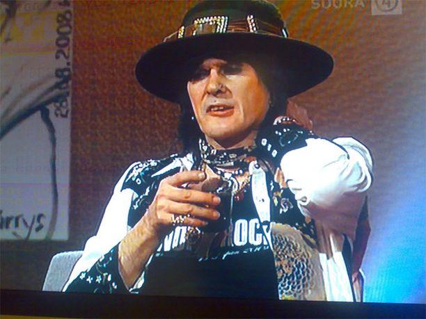 Andy McCoy sekoili suorassa tv-lähetyksessä