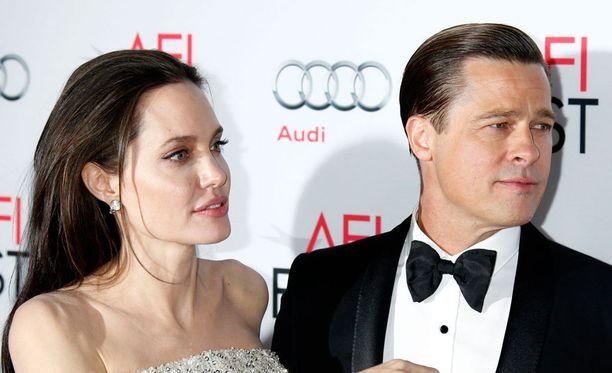 Angelina Jolien ja Brad Pittin avioerokäsittelystä odotetaan pitkäkestoista.