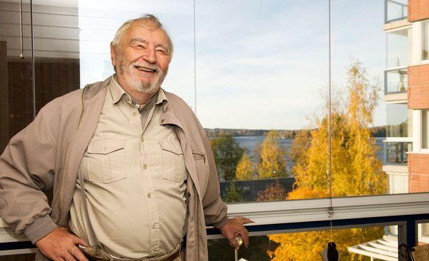 Sulo Aittoniemi kotonaan vuonna 2010. Aittoniemi toimi kansanedustajana neljä vaalikautta.