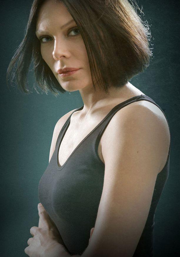 Rebeca Viitala on näytellyt elokuvissa Missä kuljimme kerran, Vares - sukkanauhakäärme sekä Levottomat ja useissa tv-sarjoissa.