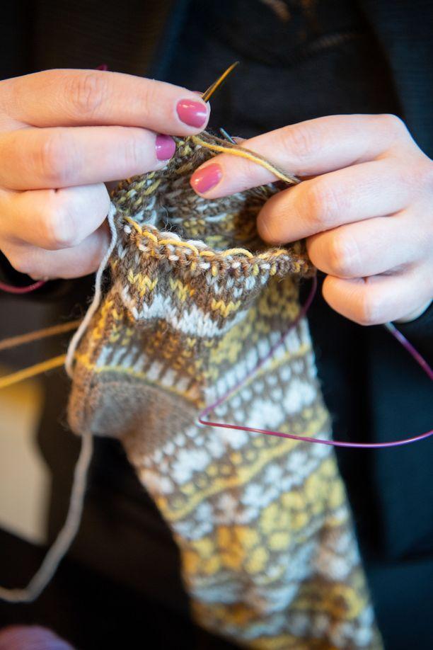 – Vaikka neulominen on minulle nykyään työtä, niin se on myös hyvä rentoutumiskeino, Niina Laitinen kertoo.