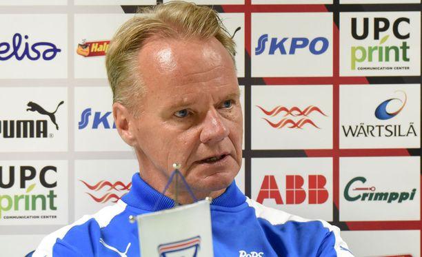 Juha Malinen valitteli kentän heikkoa kuntoa.
