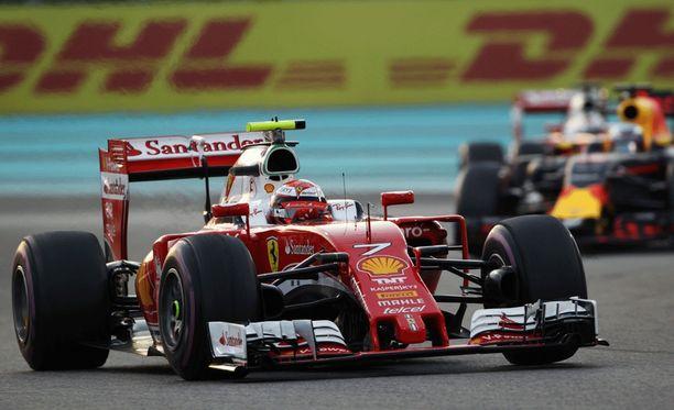 Flavio Briatore ei usko, että Kimi Räikköselle saadaan täksi vuodeksi parempaa autoa.