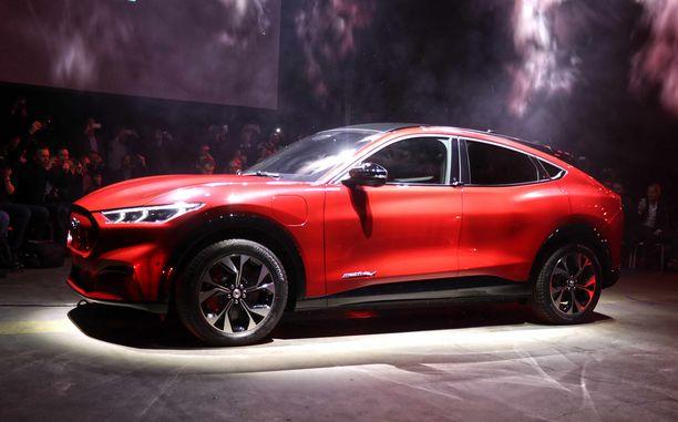 Massiivinen muhkea muoto, Mustangin arvolle sopiva.