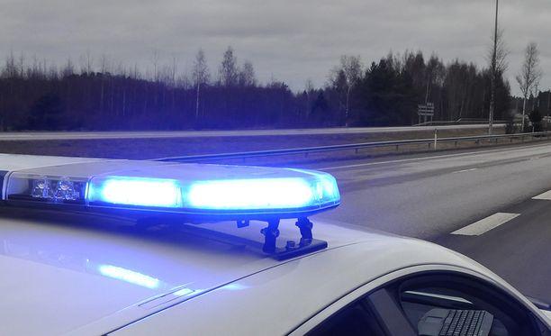Hämeen poliisi pysäytti tiistaina kaksi epäiltyä rattijuoppoa, joilla oli kyydissään pieni lapsi. Kuvituskuva.