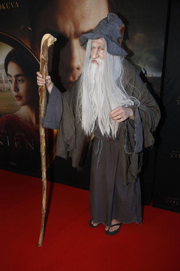Tolkien-leffan ensi-illassa nähtiin myös Gandalf, mutta tuttu ääni paljasti kyseessä olevan Cristal Snow.