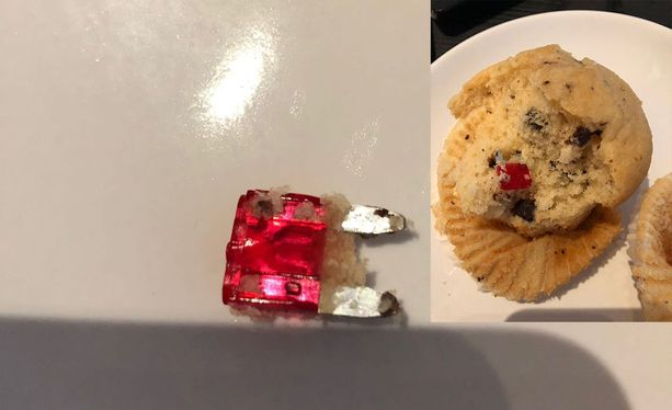 Joni löysi muffinssistaan lauantaina sulakkeen.