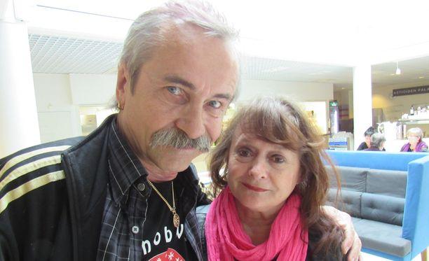 Leo Friman ja Tarja-vaimo ovat pitäneet yhtä jo pitkään. Kaksikko asuu Helsingissä.