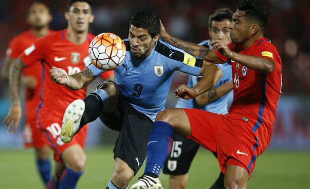 Luis Suarez ja Gonzalo Jara onnistuivat taas aiheuttamaan melkoisen hälyn.