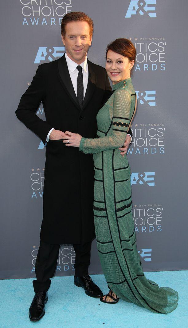 Näyttelijä Damian Lewis englantilaisnäyttelijävaimonsa Helen McCroryn kanssa.