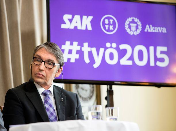 Sauli Ahvenjärvi kiistää ottaneensa kommentillaan kantaa perhepolitiikkaan.