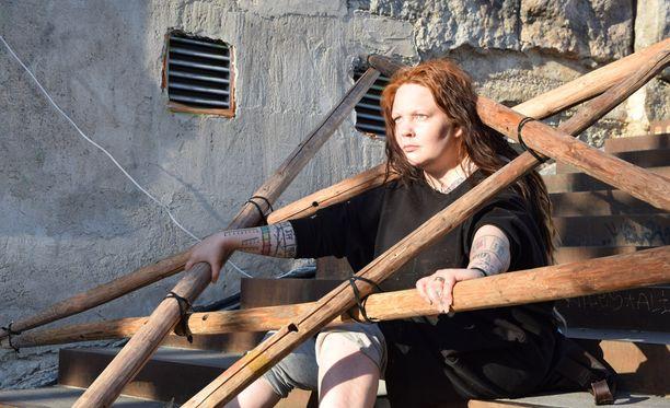 Tuskassa tänä kesänä nähtävä heinäseiväsinstallaatio pohjautuu suunnittelija Jenni Kääriäisen Kita-nimiseen designiin.