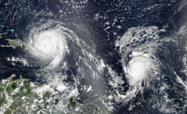 Nasan välittämä kuva hurrikaaneista Irma (vas.) ja Jose (oik.)