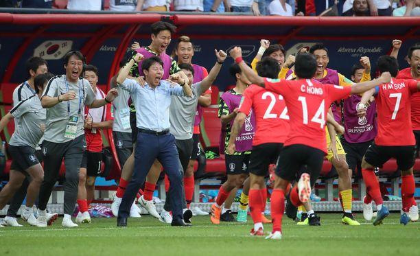 Etelä-Korea tuuletti villisti sensaatiovoittoa Saksasta - ja helsinkiläisvedonlyöjä kiitti.