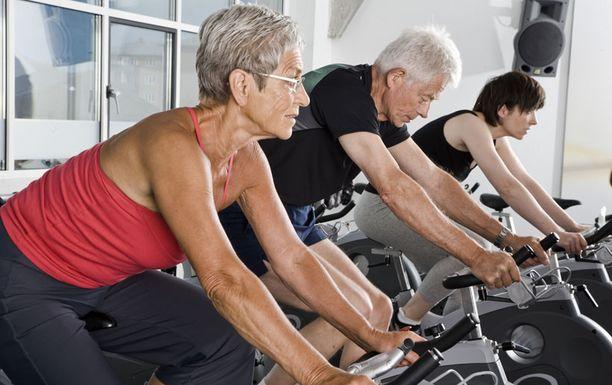 Liikunta vahvistaa luita.