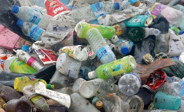 Japanilaiselle pullojen kaatopaikalle oli kehittynyt bakteeri, joka pystyy käyttämään PET-pulloja ravinnokseen.
