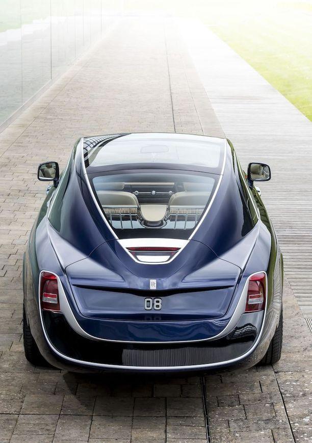 Suipon perän muotoja on haettu Rolls-Roycen menneisyydestä.