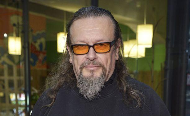 Markus Selin puolustaa kotimaista elokuvaa.