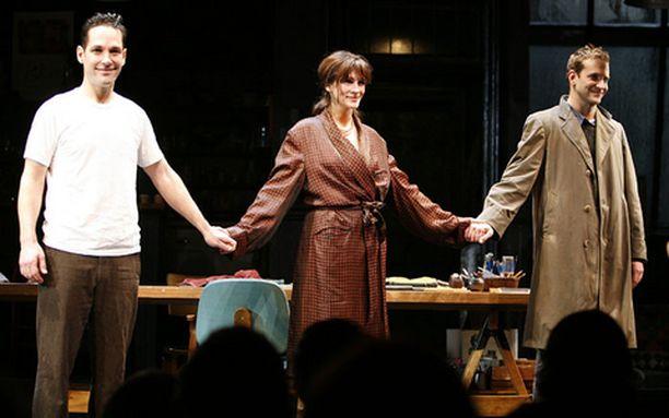 Paul Rudd (vas.), Julia Roberts ja Bradley Cooper ovat Three Days of Rain -näytelmän tähdet.