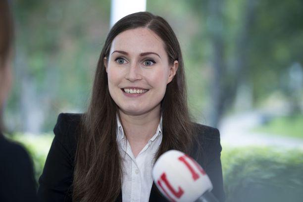 Pääministeri Marin pohti viime vuonna SDP:n 120-vuotisjuhlissa siirtymistä kuusituntiseen työpäivään.