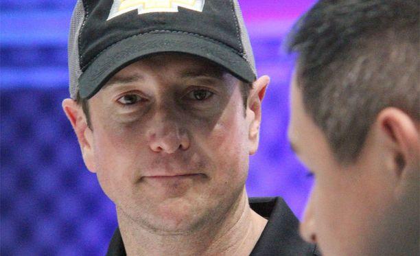 Kurt Buschin ex-vaimo hakee lähestymiskieltoa. Busch puolestaan väittää tätä salamurhaajaksi.
