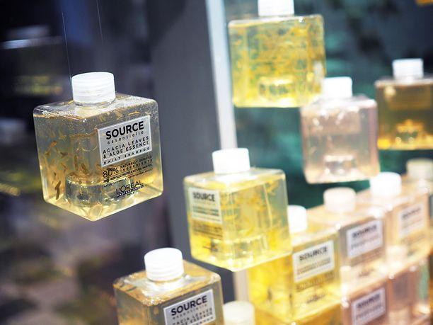 Source Essentielle -sarjan hoitotuotteet on pakattu kierrätysmuovista valmistettuihin pulloihin.