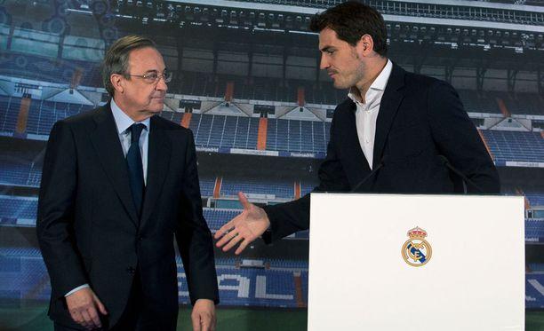 Iker Casillaksen agentti ei ole tyytyväinen Real-pomo Florentino Pereziin.