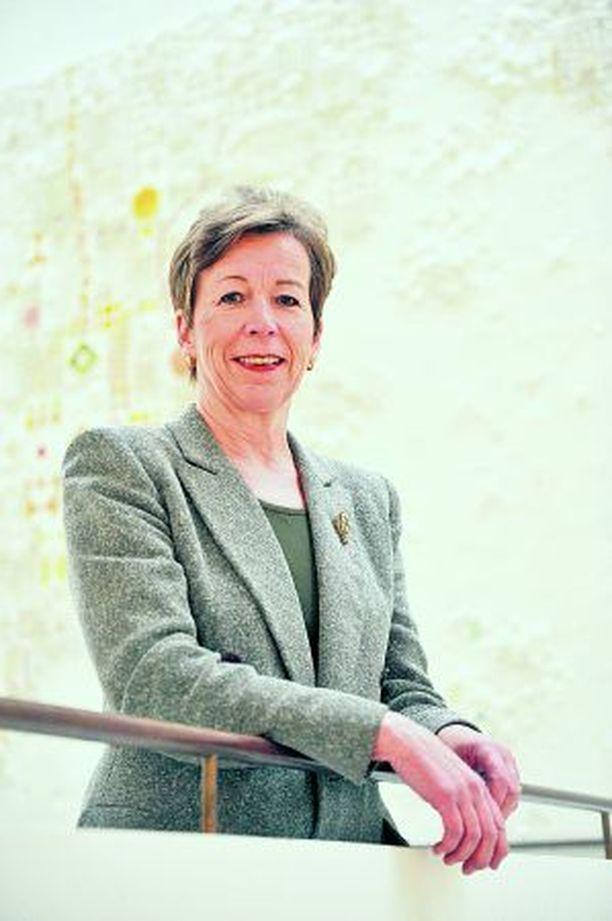 HUOLESTUNUT Husin hallituksen jäsen Ulla-Marja Urho odottaa Hus-hallitukselta toimenpiteitä viikonlopun jälkeen.