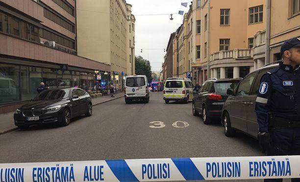 Viime viikolla mies ajoi Jaguarillaan naisen päälle Helsingin keskustassa.