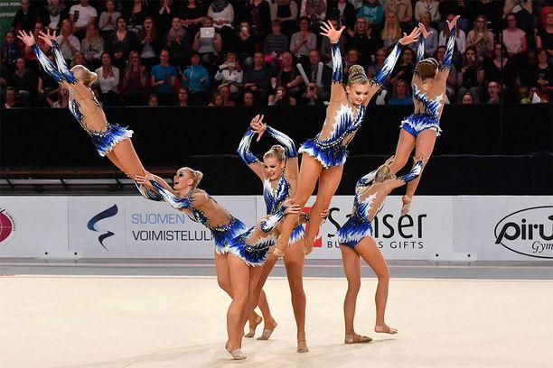 Voimistelujoukkue Minetit voitti MM-kultaa Helsingissä viime viikonloppuna. Harva ei tiedä tästä, sillä naisurheilusta uutisoidaan liian vähän, lukijamme uskovat.