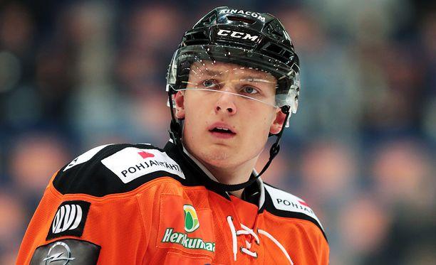 Kristian Vesalainen iski heti maalin ensimmäisessä ottelussaan Kärpissä.