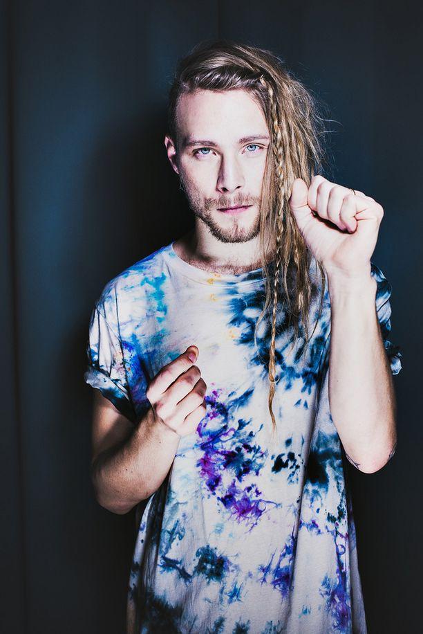 """Simon Zion on osa Ruotsin Idolsin """"supertroikkaa""""."""