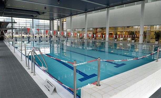 Kalevan uintikeskuksen henkilökunta vaati transnaista poistumaan miesten puolelle tai todistamaan naiseutensa.