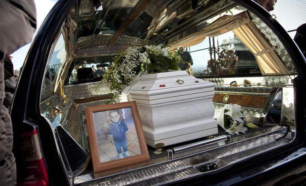 Cocòn hautajaiset saivat italialaiset sankoin joukoin liikkeelle.