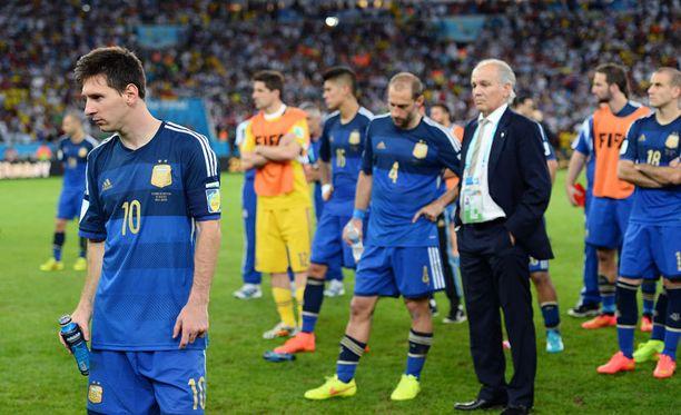 Lionel Messi kiitteli kotijoukkoja vuolaasti.
