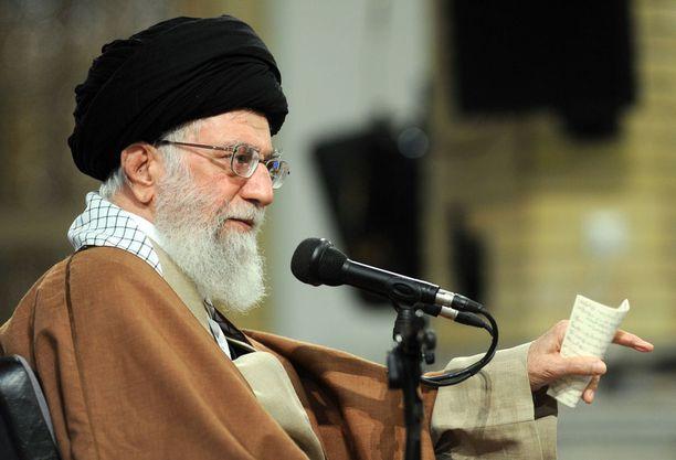 Iranin korkein johtaja, ajatollah Ali Khamenei kritisoi Yhdysvaltoja viime tiistaina pitämässään puheessa Teheranissa. Khamenein mukaan Yhdysvallat on tukenut Iranin mielenosoittajia.