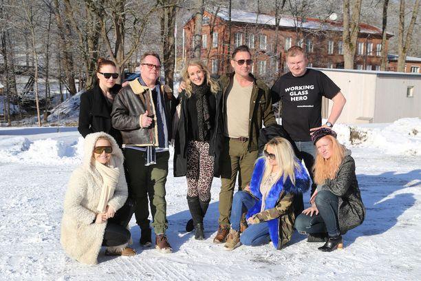 Tua Backman, Katri Niskanen, Neumann, Noora Karma, Marko Björs, Susanna Penttilä ja Anu Laapotti loivat lasitaidetta Bianco Blu -lasistudiolla.