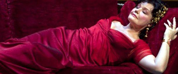 Karita Mattila sai kehuja Toscan roolistaan, vaikka itse ooppera on kerännyt kovaakin kritiikkiä.