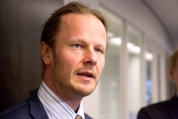 Kansanedustaja Juho Eerola (ps) muutti Facebook-sivujensa asetuksia, koska pelkäsi joutuvansa vastuuseen siellä olevista muiden kirjoituksista.