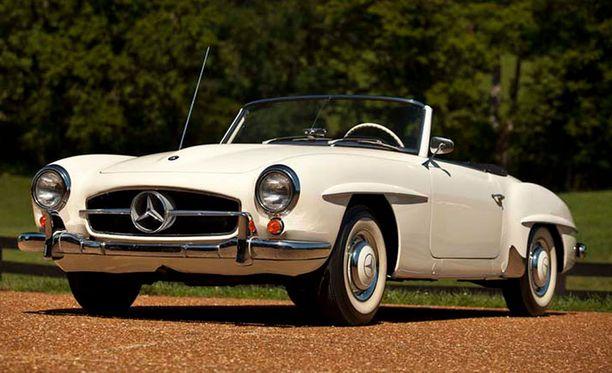 Valtteri Bottaksen Mercedes 190 roadster vuodelta 1957.