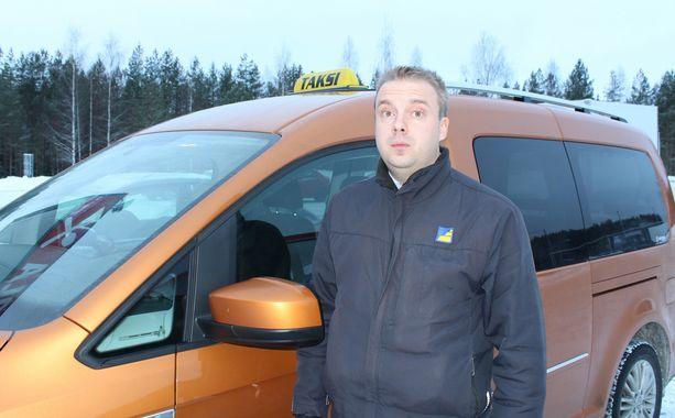 Hankasalmien Taksit -yhdistyksen puheenjohtajaa Kyösti Mäkistä hävettää kollegoiden käytös.