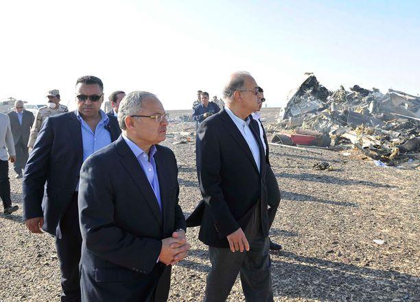 Egyptin pääministeri Sherif Ismail vieraili turmapaikalla.