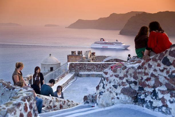 Santorinin auringonlaskut ovat maailmankuulut.