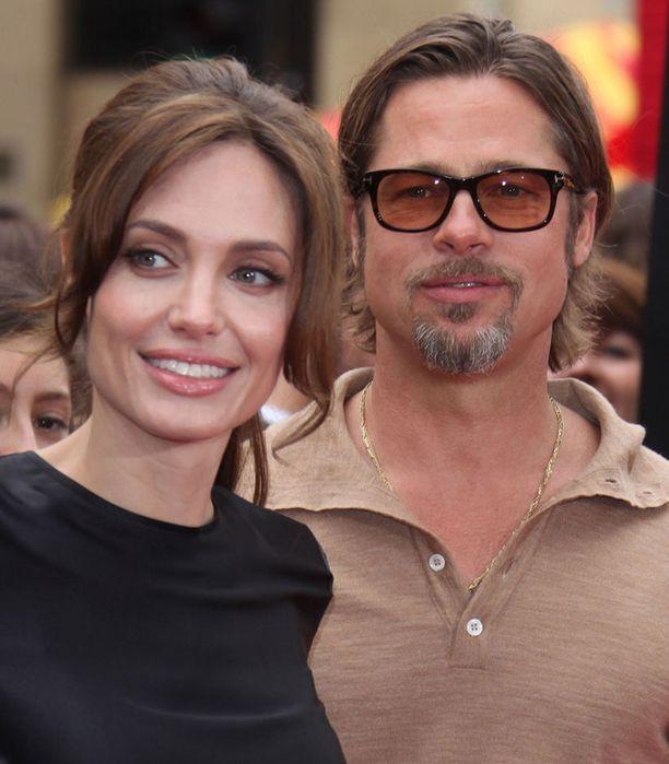 Jolie-Pitt-parin huhutaan menevän naimisiin.