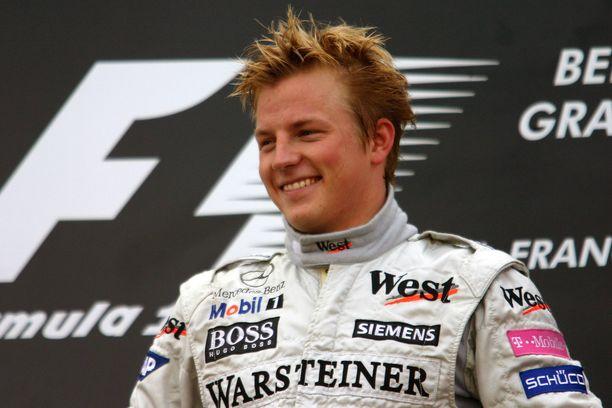 Kimi Räikköstä hymyilytti Belgiassa 2004. Uran toinen GP-voitto on edelleen yksi miehen uran upeimmista.