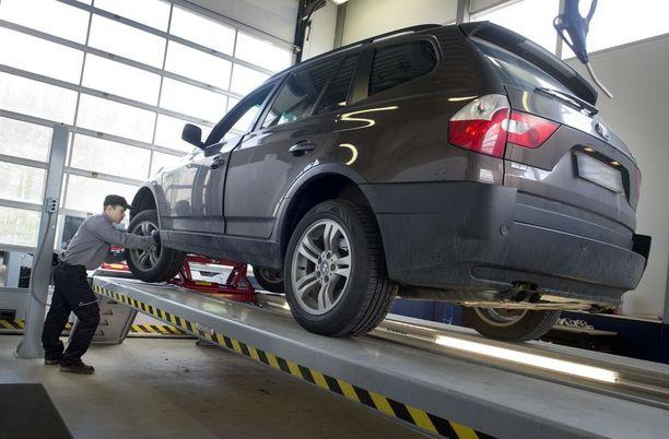 Alle 3-vuotiaat autot siirtyvät uuteen katsastusmalliin ensimmäisen katsastuksensa jälkeen.